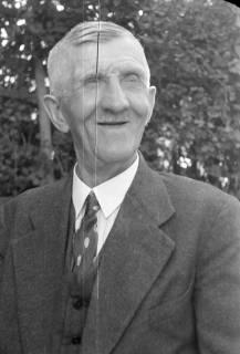 ARH NL Dierssen 0104/0019, Älterer Herr, zwischen 1946/1947