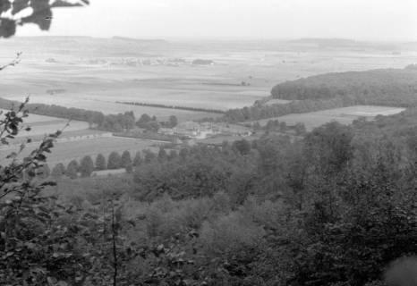 ARH NL Dierssen 0105/0007, Blick vom Berg auf das Jagdschloss Springe, zwischen 1946/1947