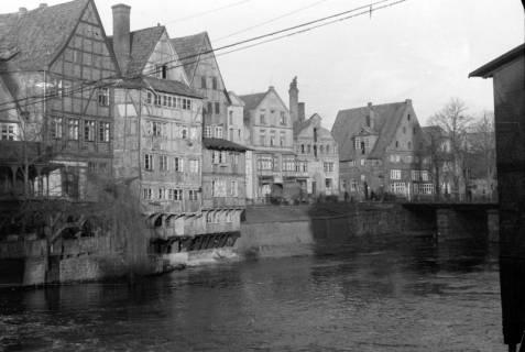 ARH NL Dierssen 0105/0021, Blick auf die Häuserzeile am Stintmarkt in Lüneburg, zwischen 1946/1947