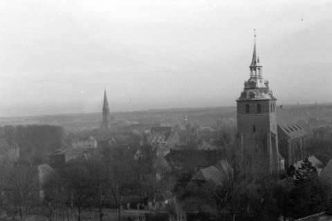 ARH NL Dierssen 0105/0025, St. Nikolai (links) und St. Michaelis (rechts) in Lüneburg, zwischen 1946/1947