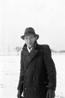 ARH NL Dierssen 0107/0002, Gerhard Dierssen im Schnee, zwischen 1946/1947