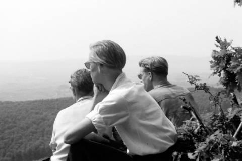 ARH NL Dierssen 0107/0019, Pfingstwanderung am Süntel, Hohenstein, zwischen 1946/1947
