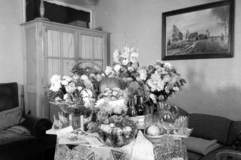 ARH NL Dierssen 0110/0002, Geschenktisch zur Silberhochzeit, 1947