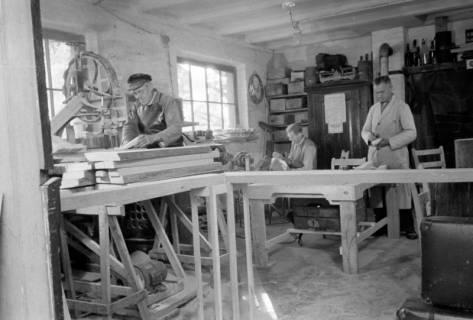 ARH NL Dierssen 0110/0014, Sandaletten - Fabrikation in der Friedrichstraße, 1947