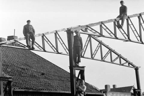 ARH NL Dierssen 0111/0009, Wedekind baut Halle bei Stedler, 1947