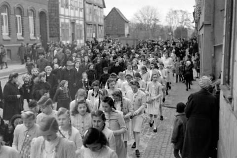 ARH NL Dierssen 0114/0002, Umzug bei einer Konfirmierung, 1948