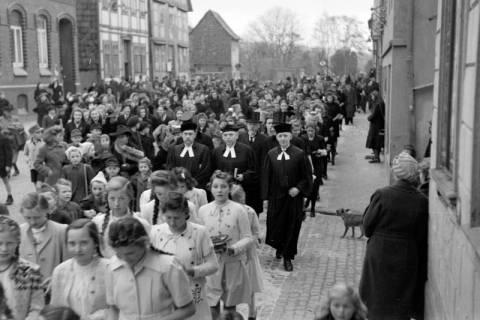 ARH NL Dierssen 0114/0004, Umzug bei einer Konfirmierung, 1948