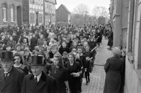 ARH NL Dierssen 0114/0005, Umzug bei einer Konfirmierung, 1948