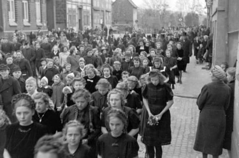 ARH NL Dierssen 0114/0006, Umzug bei einer Konfirmierung, 1948