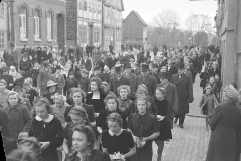 ARH NL Dierssen 0114/0007, Umzug bei einer Konfirmierung, 1948