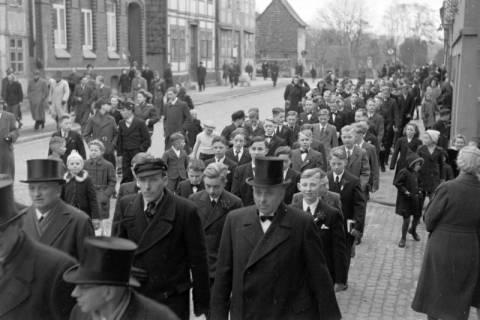 ARH NL Dierssen 0114/0008, Umzug bei einer Konfirmierung, 1948