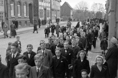 ARH NL Dierssen 0114/0009, Umzug bei einer Konfirmierung, 1948