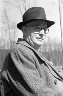 ARH NL Dierssen 0114/0027, Vater von Dierssen im Kniggeschen Forst, 1948