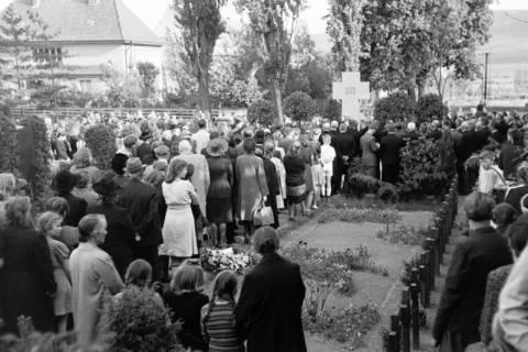 ARH NL Dierssen 0119/0007, Einweihung Ehrenmal Friedhof, 1948