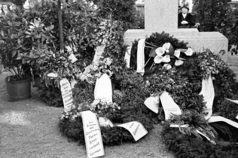 ARH NL Dierssen 0119/0008, Einweihung Ehrenmal Friedhof, 1948