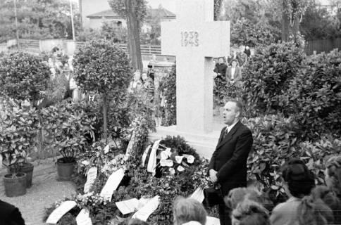 ARH NL Dierssen 0119/0009, Einweihung Ehrenmal Friedhof, 1948