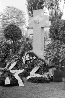 ARH NL Dierssen 0119/0010, Einweihung Ehrenmal Friedhof, 1948