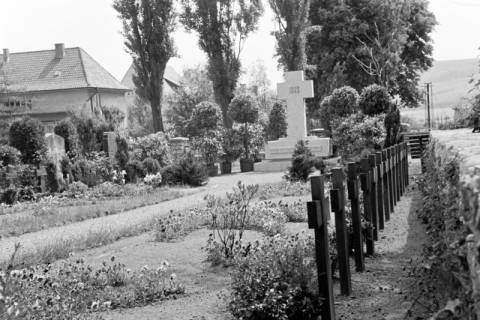 ARH NL Dierssen 0119/0012, Einweihung Ehrenmal Friedhof, 1948