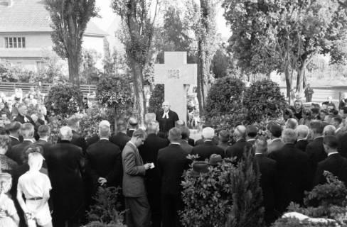 ARH NL Dierssen 0119/0015, Einweihung Ehrenmal Friedhof, 1948