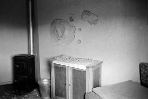 ARH NL Dierssen 0121/0015, Zerschlagene Wand bei Zeisler, 1948