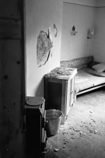ARH NL Dierssen 0121/0016, Zerschlagene Wand bei Zeisler, 1948