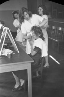 ARH NL Dierssen 0121/0029, Schau-Frisieren, 1948