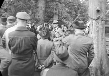 ARH NL Dierssen 0122/0016, Forststudenten im Wisentgehege, 1948