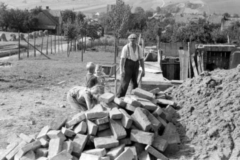 ARH NL Dierssen 0126/0009, Hausbau in Selbsthilfe, 1948