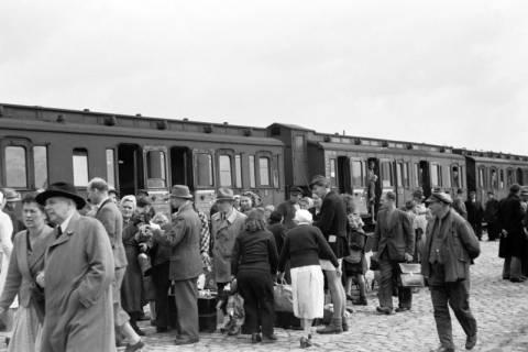 ARH NL Dierssen 0126/0026, Flüchtlingszug via Schleswig-Holstein kommend, 1948