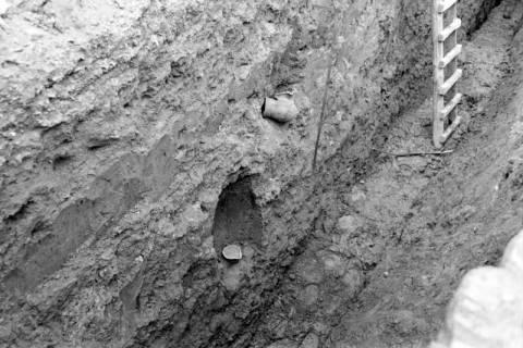 ARH NL Dierssen 0128/0011, Ausgrabung an der Kirche, 1948