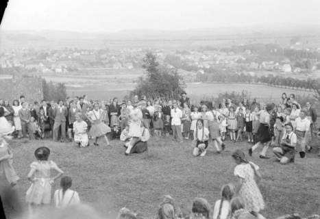 ARH NL Dierssen 0128/0020, Herbstfest der Mittelschule an der Deisterpforte, 1948
