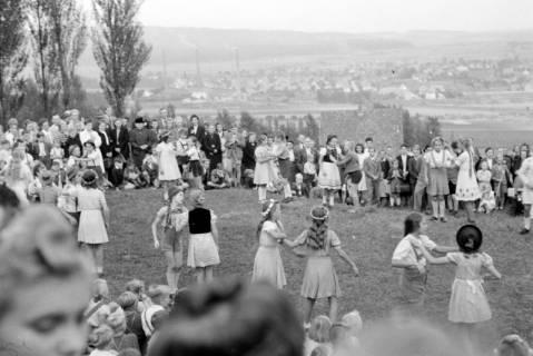 ARH NL Dierssen 0128/0021, Herbstfest der Mittelschule an der Deisterpforte, 1948