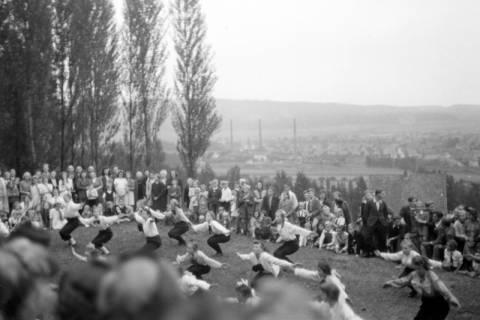 ARH NL Dierssen 0128/0024, Herbstfest der Mittelschule an der Deisterpforte, 1948