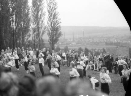 ARH NL Dierssen 0128/0025, Herbstfest der Mittelschule an der Deisterpforte, 1948