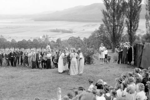 ARH NL Dierssen 0129/0007, Herbstfest der Mittelschule an der Deisterpforte, 1948