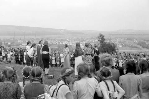 ARH NL Dierssen 0129/0008, Herbstfest der Mittelschule an der Deisterpforte, 1948