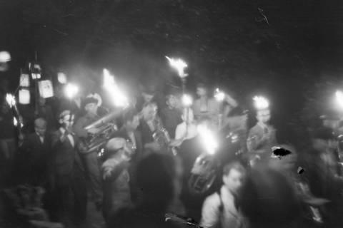 ARH NL Dierssen 0129/0012, Herbstfest der Mittelschule an der Deisterpforte, 1948