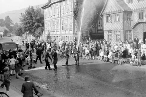 ARH NL Dierssen 0129/0017, Vorführung der Feuerwehr, 1948
