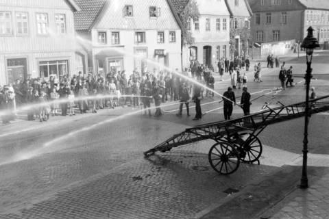 ARH NL Dierssen 0129/0018, Vorführung der Feuerwehr, 1948