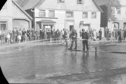 ARH NL Dierssen 0129/0022, Vorführung der Feuerwehr, Springe, 1948