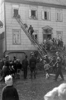 ARH NL Dierssen 0129/0026, Vorführung der Feuerwehr, Springe, 1948