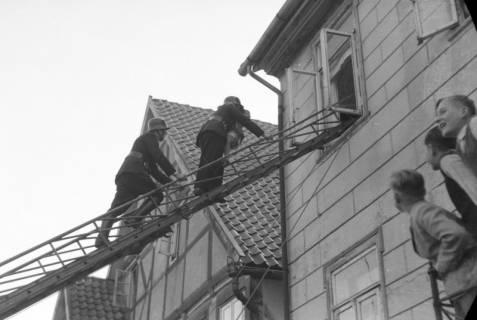 ARH NL Dierssen 0129/0027, Vorführung der Feuerwehr, Springe, 1948