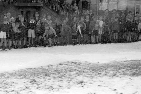 ARH NL Dierssen 0130/0005, Vorführung der Feuerwehr, Springe, 1948