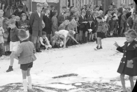 ARH NL Dierssen 0130/0006, Vorführung der Feuerwehr, Springe, 1948