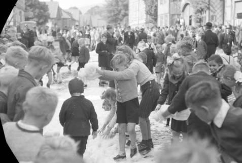 ARH NL Dierssen 0130/0007, Vorführung der Feuerwehr, Springe, 1948