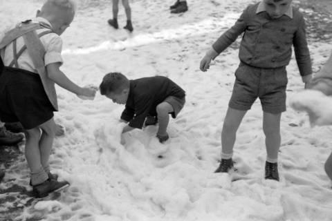 ARH NL Dierssen 0130/0008, Vorführung der Feuerwehr, Springe, 1948
