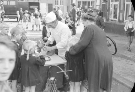 ARH NL Dierssen 0130/0011, Vorführung der Feuerwehr, Springe, 1948