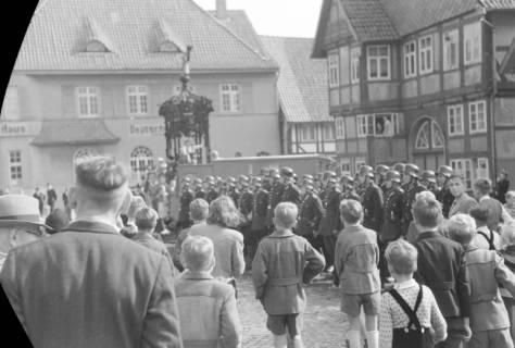 ARH NL Dierssen 0130/0012, Vorführung der Feuerwehr, Springe, 1948
