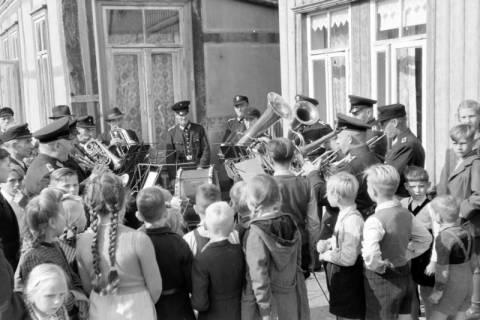 ARH NL Dierssen 0130/0016, Vorführung der Feuerwehr, Springe, 1948