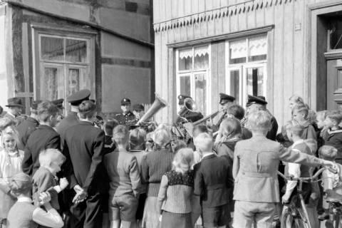 ARH NL Dierssen 0130/0017, Vorführung der Feuerwehr, Springe, 1948